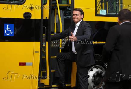 Bolsonaro durante cerimônia de entrega de ônibus escolares para o estado de Goiás