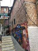Muro grafitado na Comuna 13 em Medellín na Colômbia