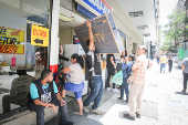 Consumidores aproveitam a Black Friday no centro de SP