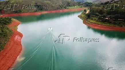 Vista aérea da represa do Jaguari