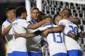 Jogadores comemoram gol de Philippe Coutinho, da seleção brasileira
