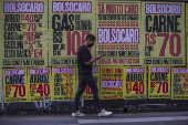Lambe-lambe na avenida Paulista, em SP, contra a disparada dos alimentos