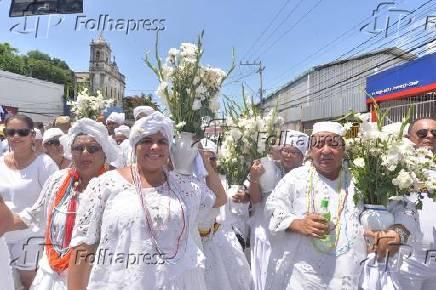Fiéis participam da tradicional lavagem de Bonfim