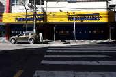 Comércio fechado na região do bairro do Gonzaga, em Santos