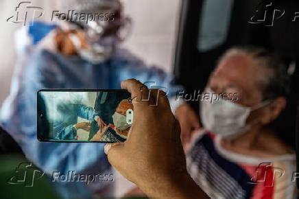 Vacinação de idosos contra a Covid-19, no estádio do Pacaembu, em SP