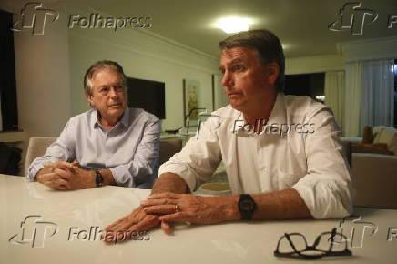 Luciano Bivar (à esq.) e o pré-candidato Jair Bolsonaro em entrevista
