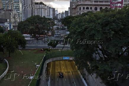 Vista do Anhangabaú e do túnel São João Paulo II (SP)