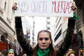 Manifestantes contras e pros o aborto durante protesto em Buenos Aires