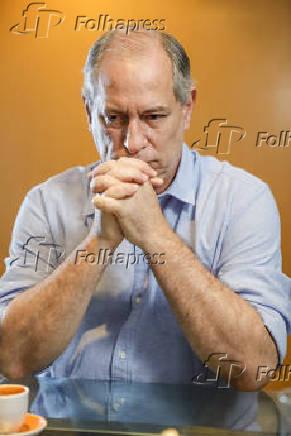 Ciro Gome (PDT) durante entrevista em seu apartamento em Fortaleza (CE)