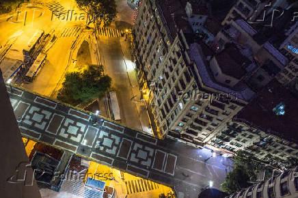 Vista aérea noturna do centro antigo da cidade de SP
