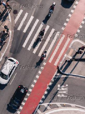 Vista aérea da esquina da Av. Paulista com a rua Bela Cintra