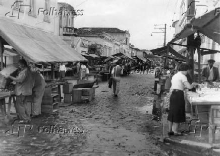 Vista de feira livre, em São Paulo (1959)