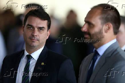 Senador Flávio Bolsonaro (PSL-Rio) ao lado de seu irmão, o deputado federal Eduardo