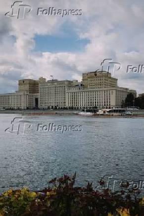 O parque Gorky tem, na entrada, em Moscou, na Rússia