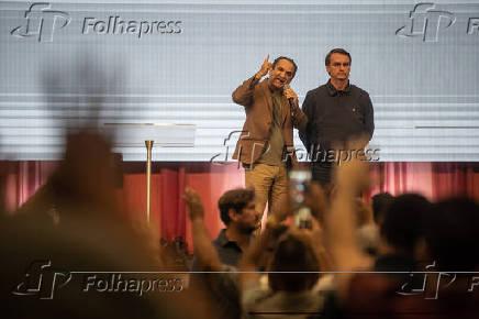 O presidente eleito Jair Bolsonaro (PSL) em culto ao lado do pastor Silas Malafaia
