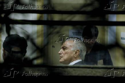 Ex-presidente Temer e o coronel Lima realizam exame de corpo de deli em IML de SP