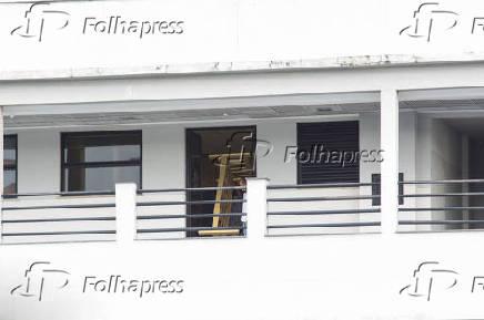 Cama é colocada na sala da sede da Polícia Federal no Rio que abrigará Michel Temer