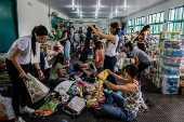 Voluntários organizam doações em uma unidade de saúde de Brumadinho