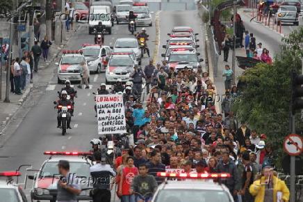 Manifestantes fecharam a faixa do