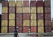 Conteineres no pátio do Brasil Terminal Portuario em Santos/SP