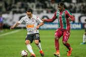 Jadson, do Corinthians, e Yony González, do Fluminense