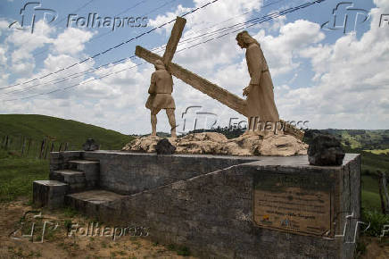 Estação da Via Sacra no caminho do pico do Morro do Silêncio, em Nazaré