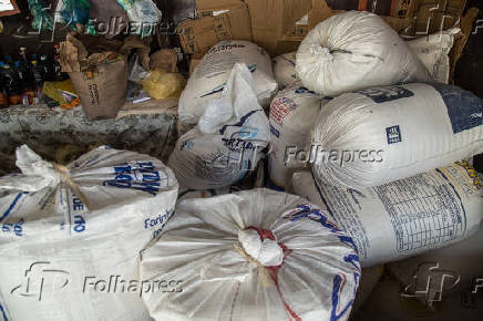 Venda de farinha de copioba, em Nazaré