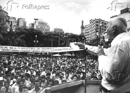O deputado Ulysses Guimarães discursa em comício pelas Diretas Já