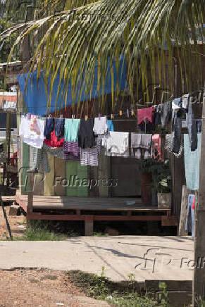 Palafitas no Rio Solimões, em Careiro da Várzea (AM), em época de cheia