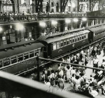 Trem na estação da Luz, em São Paulo (1965)