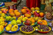 Barraca com frutas em feira livre