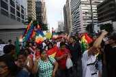 Bolivianos apoiam Evo Morales na av. Paulista, em São Paulo