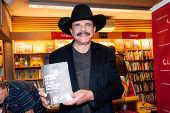 O cantor Eduardo Araújo lança o livro ''Pelos Caminhos do Rock''