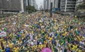 Multidão durante manifestação contra