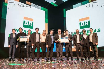 Funcionários da Petrobras, premiados na categoria Marca que representa o Brasil