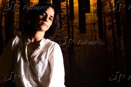 Retrato da atriz Mariana Lima