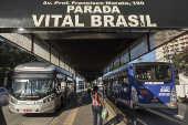 Ônibus cruzam Parada Vital Brasil na av. Professor Francisco Morato, em SP