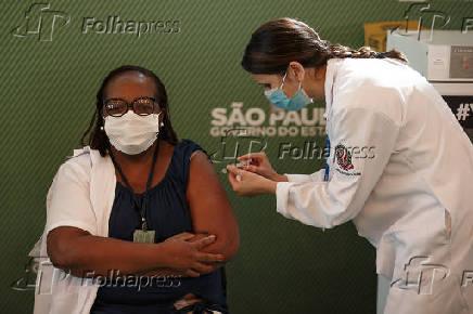 SAO PAULO, PRIMEIRA VACINADA CORONAVAC