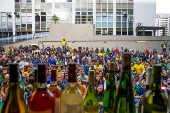 Torcedores assistem a estreia da seleção brasileira