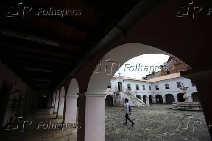 Edifício erguido no século 16 onde funciona o Arquivo Público da Bahia