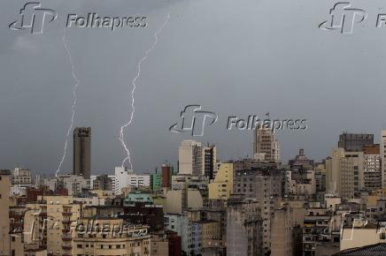 Chuva com raios em São Paulo