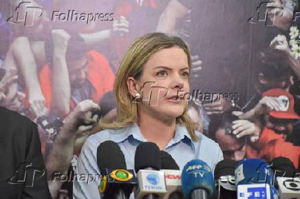 Gleisi Hoffmann durante entrevista ao participar de reunião do PT