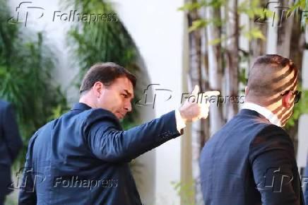 O senador Flávio Bolsonaro (PSL-RJ), chega para reunião com líderes do governo, no DF