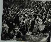 Artistas, amigos e parentes durante o enterro de cacilda Becker em São Paulo