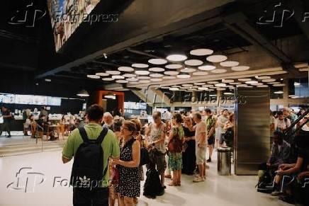 Público espera para a exibição de Cidadão Kane, que abre Mostra de Cinema Folha 100