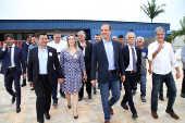 Márcio França cumprimenta Skaf em visita ao Sesi de Suzano (SP)