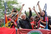 O ex-presidente Lula discursa em frente ao Sindicato dos Metalúrgicos do ABC