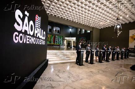 João Doria (PSDB) e secretários em entrevista no Palácio dos Bandeirantes