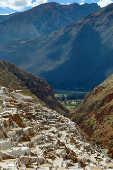 Vista da Salinas de Maras, localizada perto da cidade de Maras, no Peru