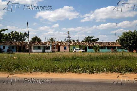 Moradias às margens da rodovia federal BR-420 na região do município de Cachoeira